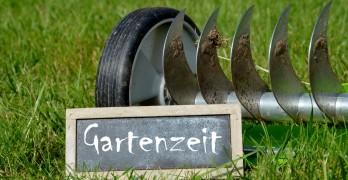 Vertikutieren im Frühjahr – Luft für den Rasen