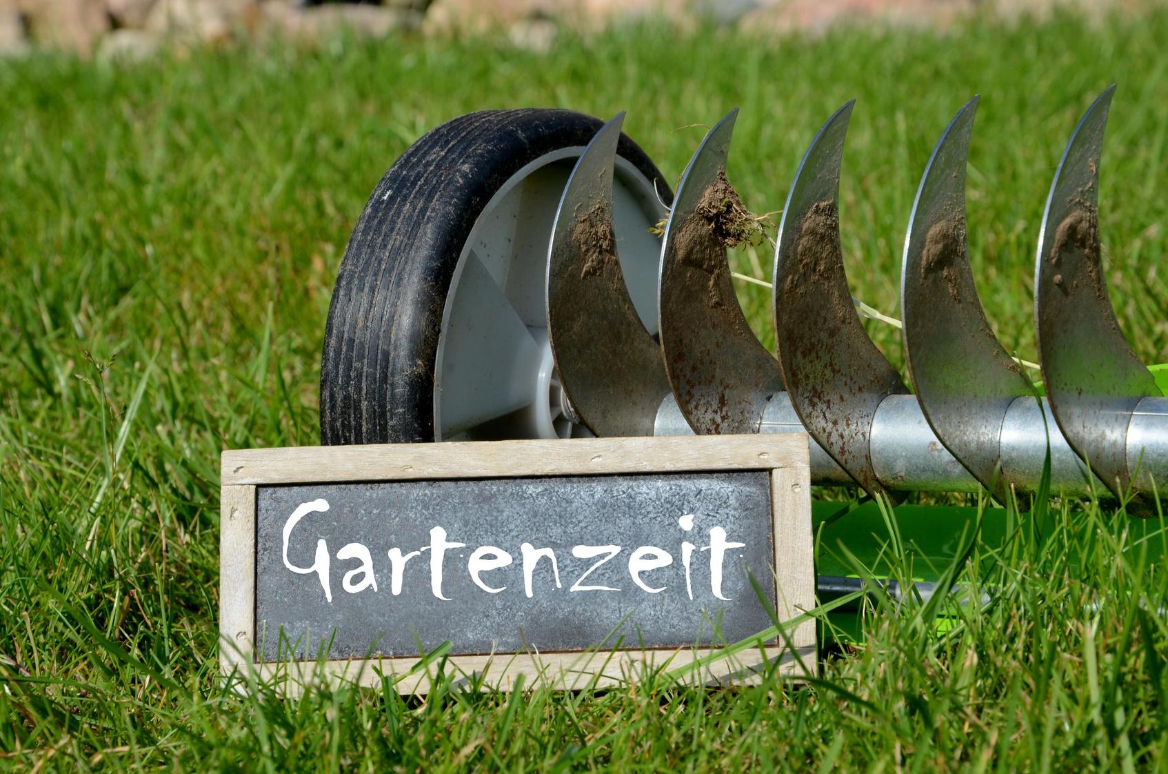 Vertikutieren im Frühjahr - Luft für den Rasen
